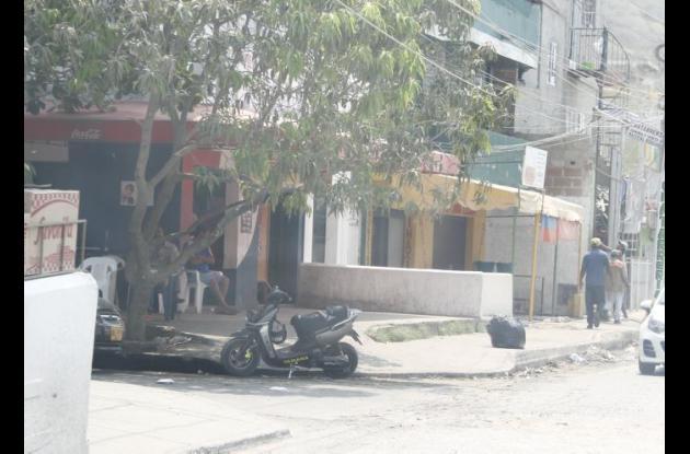 El comerciante David Santos Taboada fue baleado cuando estaba en la terraza de una tienda, en la calle Santander del barrio Lo Amador, a una cuadra de su casa. Murió en una clínica.
