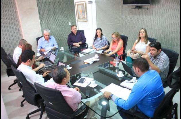 Reunión para analizar inversiones del plan 5 Caribe en Córdoba.