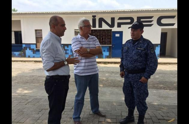 José Jaime Pareja, secretario de salud, y Francisco Burgos, director de Inspección visitaron la cárcel de Montería.
