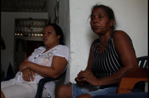 Andrea Meza (derecha), espera que el crimen de hijo Luis Antonio Martínez no quede impune. El agresor está huyendo.