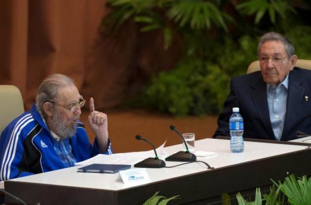 Fidel y Raúl Castro.