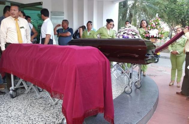 Familiares y amigo dieron un sentido adiós a las víctimas.