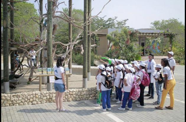Visita de niños al Aviario.