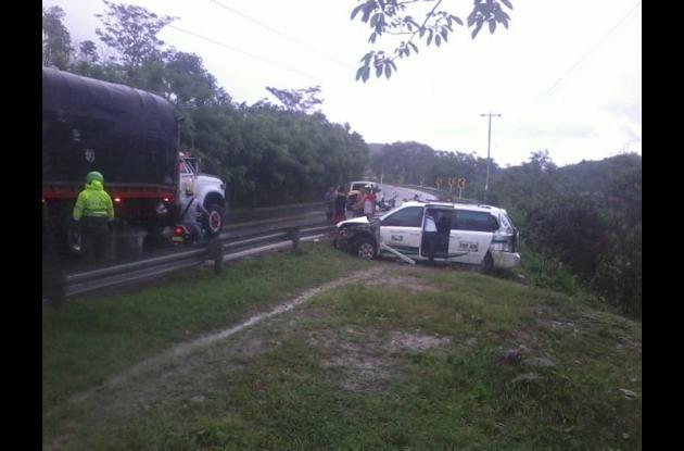 El vehículo camioneta UYZ676 de servicio público cubría ruta Valledupar-Sincelejo, cuando se accidentó.