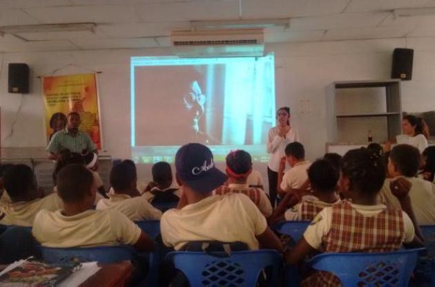 Taller en la Institución Educativa de Bocachica