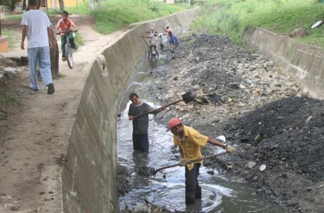 Las autoridades han recomendado a la comunidad adoptar medidas preventivas para evitar principalmente inundaciones por la temporada de lluvias.