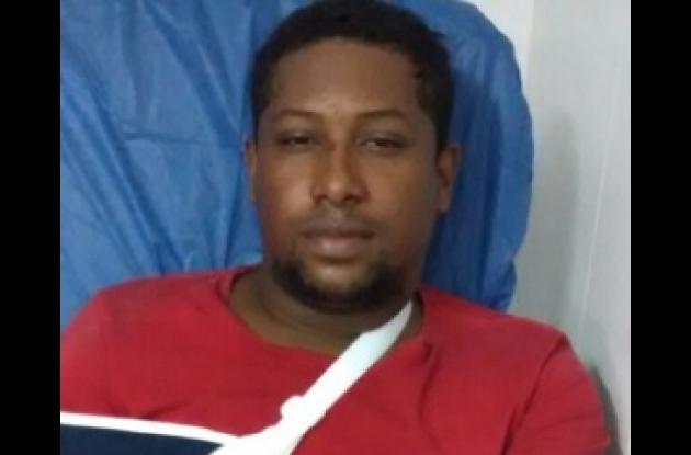 El sujeto fue capturado en persecución y sería quien coordinó los asesinatos de tres policías en la vía La Cordialidad, en la Ye de Olaya. Alias 'el More'.