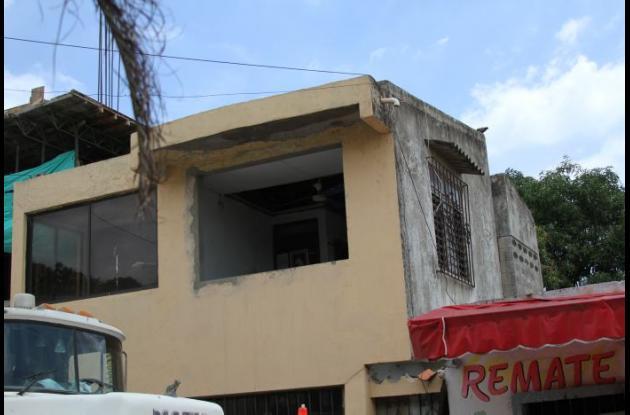 Hernán Yépez muere al caer de techo de un segundo piso. El accidente fatal ocurrió en la manzana D del barrio La Consolata.