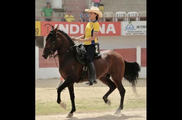Luna del Mar Piedrahita, ganadora de la medalla de oro en la categoría Amazonas Junior (12-14 años).