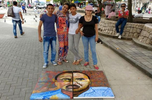 Los estudiantes de Artes Plásticas  II de la Escuela de Bellas Artes pintaron la obra integrada por 4 piezas.