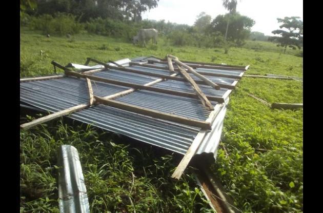 Vientos huracanados tumbaron techos en zona rural de Moñitos.