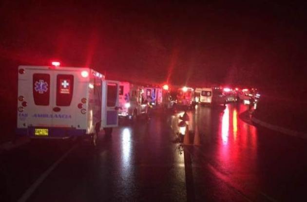 Ambulancias se dirigen al sitio del accidente.