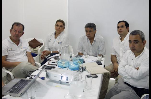 La superintendente Patricia Duque, en mesa de trabajo con el alcalde de Sincelejo, Jacobo Quessep y el gobernador de Sucre, Édgar Martínez Romero.
