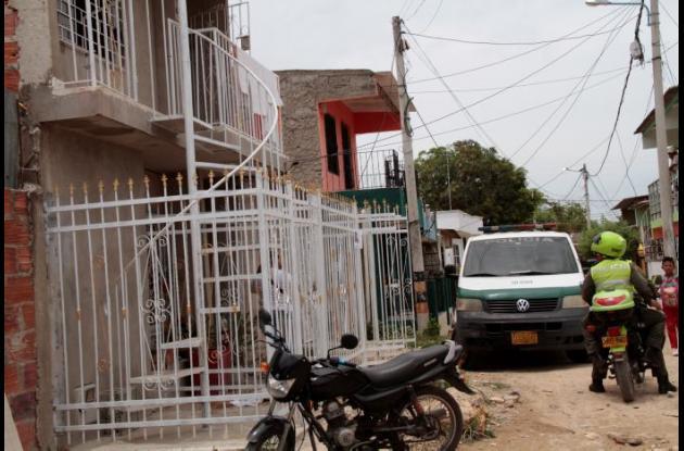 El martes, efectivos de la Sijín realizaron una inspección en casa de Cenaida Serna, desaparecida en El Pozón.