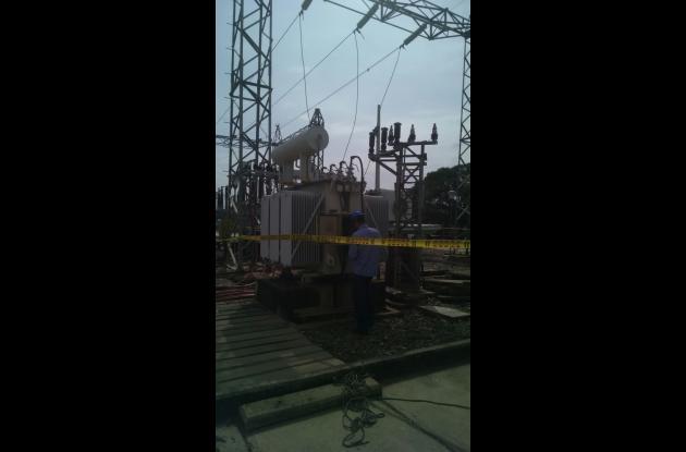 La problemática del servicio de energía ha generado que los alcaldes de las capitales de la Costa pidan la intervención de la empresa.