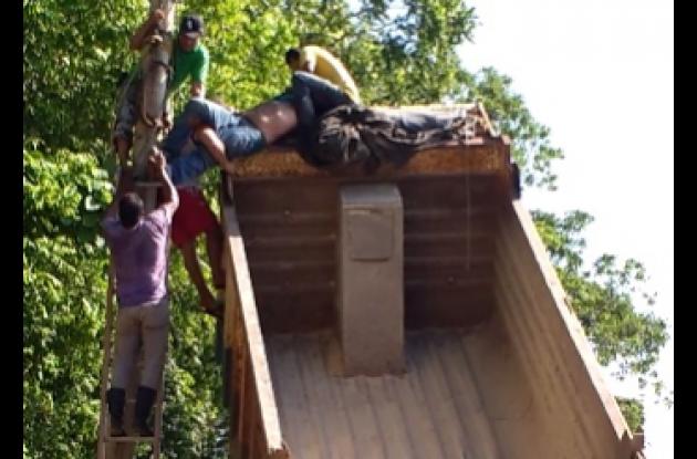Álvaro Torres. Rescatado de un poste tras recibir descarga eléctrica, en la vía de Coloncito, en Turbaco.