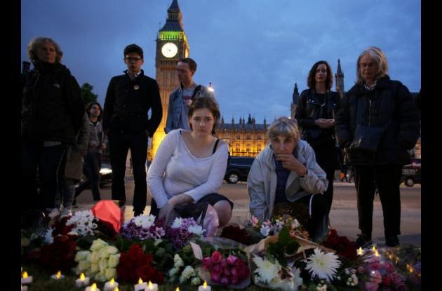 Británicos lamentan el fallecimiento de Jo Cox.