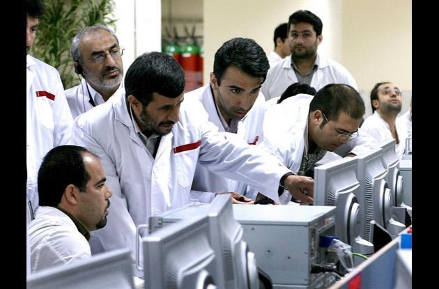Miles de operadores estuvieron en riesgo durante el ataque informático que desembocó en el malfuncionamiento de las centrifugas de uranio en planta iranú Natanz. Stuxnet retrasó el programa nuclear por 2 años.