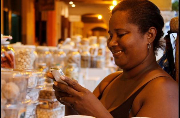 Osiris Maria Pérez fue una de las beneficiadas con el programa Corralito Digital que le permitía conectarse a la red wifi gratuita mientras trabajaba como vendedora en el Portal de los Dulces.