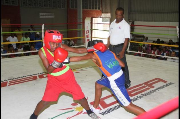 La cartelera mixta tendrá varias peleas aficionadas y dos profesionales.