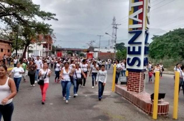 Las filas de venezolanos con deseos de cruzar la frontera empezaron a formarse desde las 3 de la madrugada (hora venezolana).