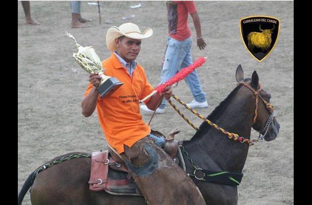 El arenalero Hermen José Palacio Castilla, homenajeado como el mejor banderillero a caballo.