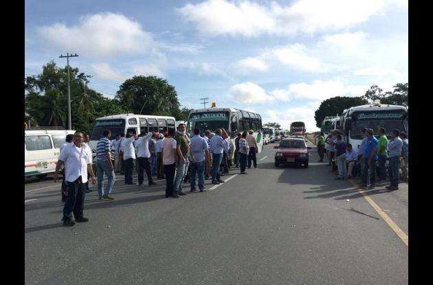 Los transportadores de Corozal y municipios vecinos rechazaron el aumento en la tarifa del peaje Las Flores.