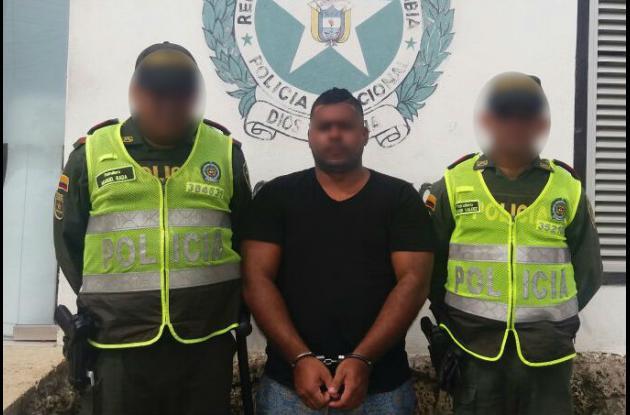Hombre que habría agredido a menor de 15 años que se lanzó de edificio en Bocagrande y sobrevivió.