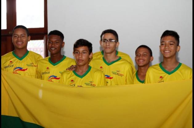 La selección Bolívar de baloncesto recibió la bandera del departamento.