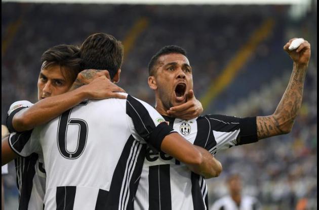 Jugadores de la Juventus celebran el gol de Khedira.