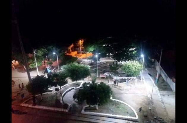 Iluminan parque en Zambrano
