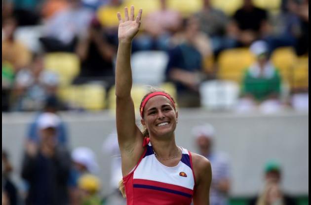 La puertorriqueña, Mónica Puig celebra su triunfo.