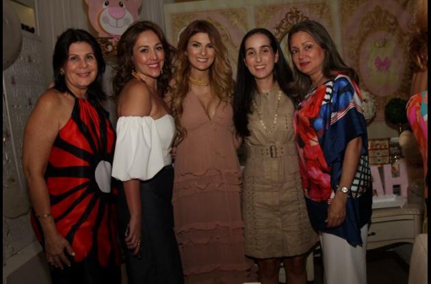 Rosita Char, Paola Vélez, Siad Chard, Natalia Gómez y Mayito Durán.