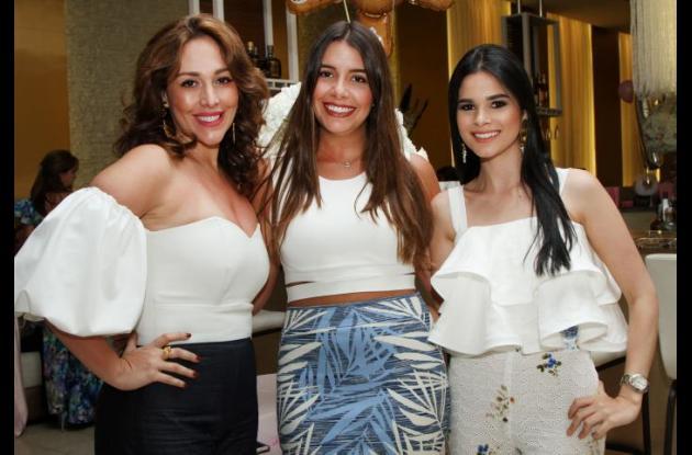 Paola Vélez, Juliana Char y Mariam Char.