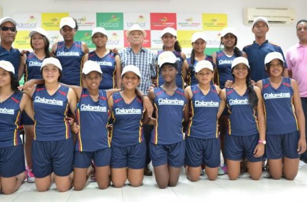 El equipo de Colombia que participará desde hoy en Lima (Perú) en el Sudamericano de Sóftbol Femenino categoría Sub-15.