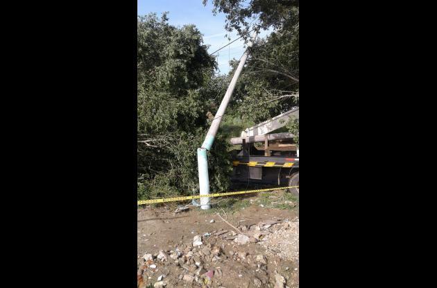 Postes de energía averiados y redes caídas en diferentes lugares del departamento de Sucre.