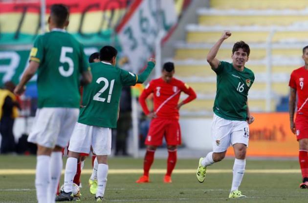 Jugadores bolivianos celebran uno de los goles.