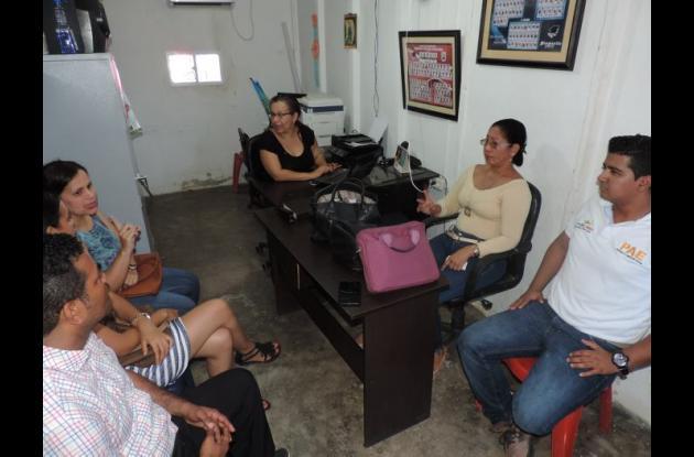 Los funcionarios de la Alcaldía de Calamar, de la Secretaría de Salud municipal y del operador del PAE en Calamar, al final levantaron un acta de la inspección realizada.