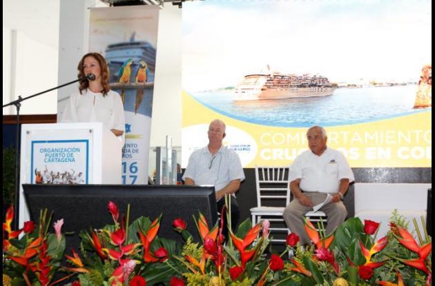 Lectores de El Universal enviaron fotos donde se observa al alcalde en el estadio Metropolitano de Barranquilla.