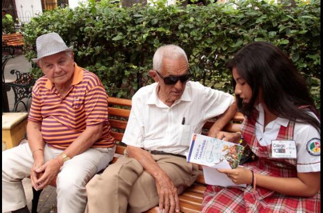 Picó lector en el Parque de Bolívar