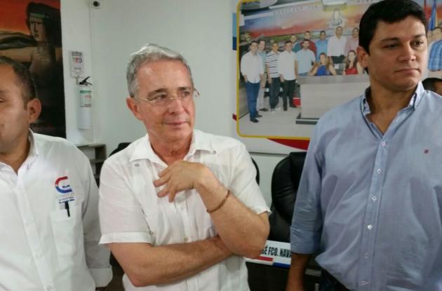 El senador Álvaro Uribe Vélez en el Concejo de Montería.