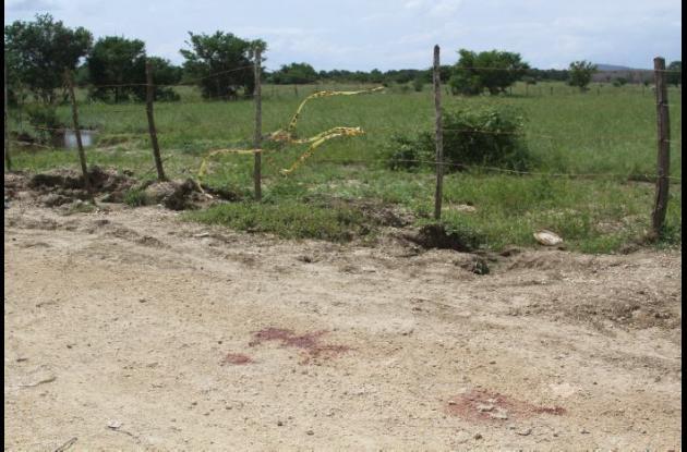 Los cadáveres de Fabián Jaramillo Araújo y Jesús jaraba Cárdenas fueron hallados en una trocha, en jurisdicción de Tierra Baja, La Boquilla. A cada uno le dieron, al menos, diez balazos.