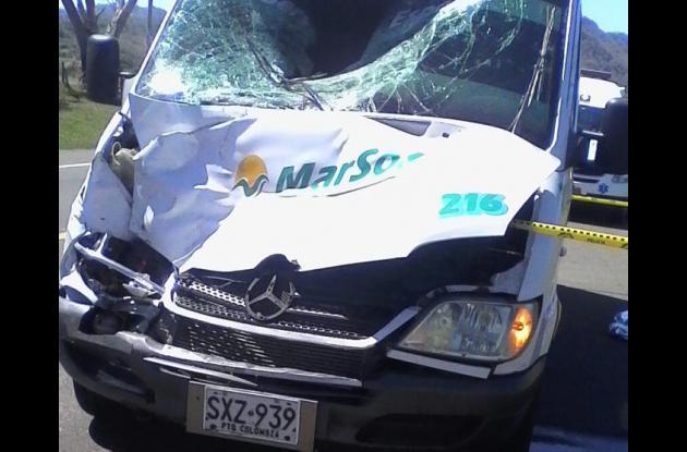 La buseta que arrolló y mató al campesino Santiago Enzuncho habría transitado en contravía cuando sobrepasaba a otro vehículo.