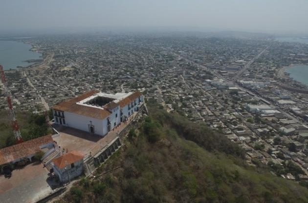 La piedra del cerro de La Popa está conformada por piedra caliza que se erosiona por efecto del agua. Desafortunadamente la ciudad no cuenta con sensores que permitan prevenir y disminuir este impacto ambiental.