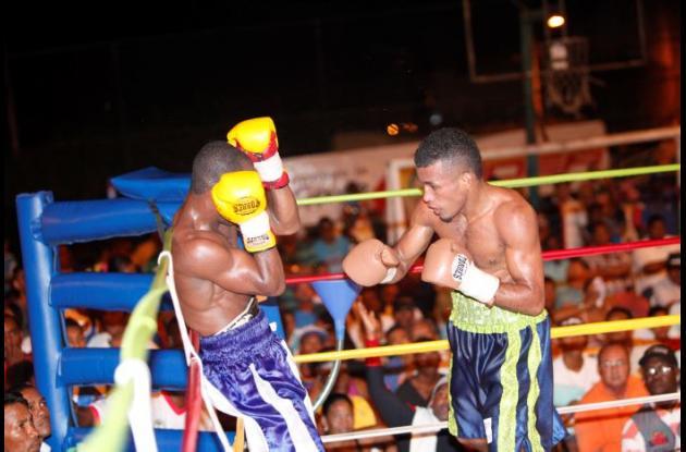 José Sanmartín (derecha) estarán en acción este jueves en la pelea estelar de la cartelera internacional.