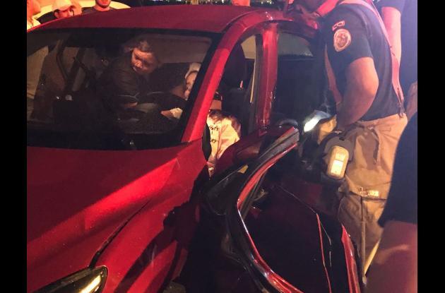 Michell Lorenzen salió herida en choque de carros en Bocagrande.