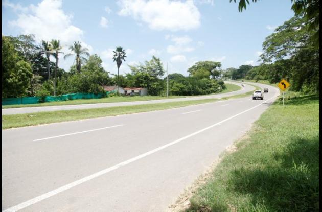 Julio Medina vivía en una finca que está junto a la carretera Troncal de Occidente, en Turbaco. Falsos miembros de la Sijín lo sacaron del inmueble con engaños y lo mataron. El cuerpo lo dejaron abandonado en Gambote.