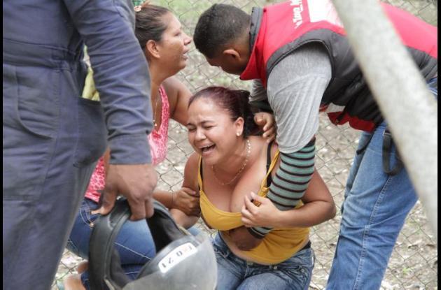 Lenis Vergara, mujer de Luis Cervantes, protagonizó dolorosas escenas. Su marido murió en la explosión en Astivik.