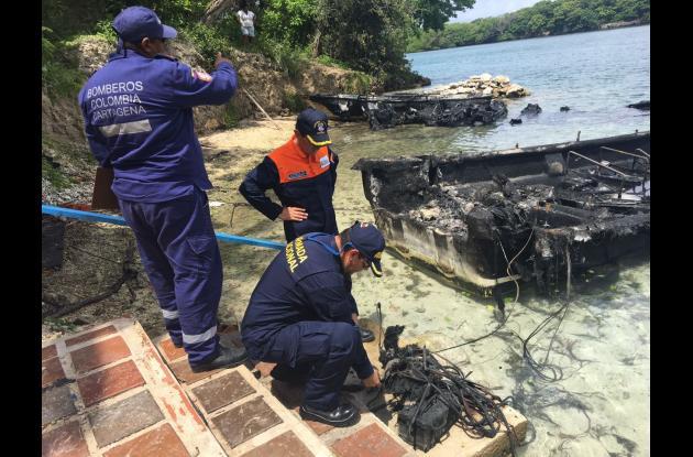 Se queman tres lanchas fondeadas en Islas del Rosario.