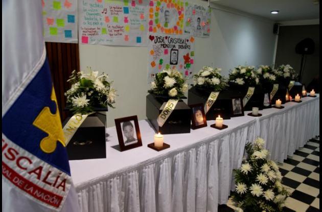 Los parientes de las víctimas hicieron carteleras con mensajes.//foto aroldo mestre